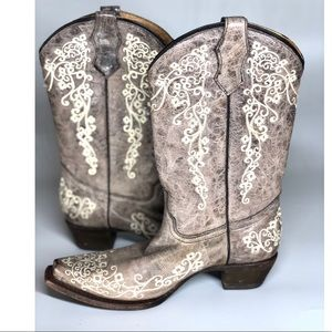 {Corral}  Distressed Embroidery Cowgirl Boots